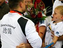 德国运动员背后的中国字